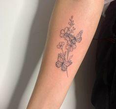 Small Back Tattoos, Girl Back Tattoos, Small Girl Tattoos, Arm Tattoos For Women, Back Tattoo Women, Little Tattoos, Small Simple Tattoos, Simple Line Tattoo, Cool Tattoos For Girls