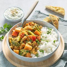 Makkelijke groentecurry - Leuke recepten Indian Food Recipes, Vegetarian Recipes, Healthy Recipes, I Love Food, Good Food, Broccoli Curry, Lucky Food, Quick Meals, Pasta