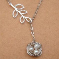 Nest Leaf and White Pearl Necklace