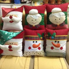 Christmas Stockings, Alice, Throw Pillows, Holiday Decor, Bed, Home Decor, Decorative Throw Pillows, Holiday Decorating, Wreaths