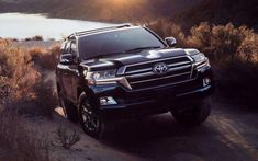 Toyota is planning on showing the 2020 Land Cruiser Heritage Edition at the Chicago Auto Show, but it's telling us a bit about it today. It's a normal Land Cruiser with a more modern look. Land Cruiser Fj80, New Toyota Land Cruiser, Toyota Hilux, Toyota Corolla, Toyota Supra, Toyota 4x4, Land Cruiser Interior, Beach Jeep, Land Cruiser 70 Series