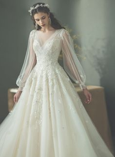 Wedding Dresses Romantic Fitted 20 Utterly Romantic Wedding Dresses for the Fashion-Forward Bride - Praise Wedding.Wedding Dresses Romantic Fitted 20 Utterly Romantic Wedding Dresses for the Fashion-Forward Bride - Praise Wedding Disney Wedding Dress, Wedding Dress Winter, Romantic Wedding Hair, Wedding Dress Trends, Perfect Wedding Dress, Dream Wedding Dresses, Hair Wedding, Romantic Honeymoon, Romantic Evening