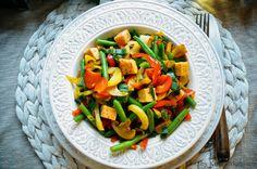KNUSPERKABINETT: Kross gebratene Linsenwürfel (Linsentofu) auf Safran-Wokgemüse... glutenfrei, sojafrei und vollwert Tofu, Vegan Vegetarian, Vegan Food, Lentils, Fried Rice, Green Beans, Sushi, Roast, Vegan Recipes