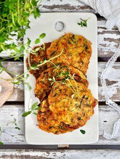 Juustoisat kesäkurpitsapihvit Tandoori Chicken, Cheddar, Feta, Food To Make, Healthy Recipes, Healthy Foods, Food And Drink, Vegetarian, Ethnic Recipes