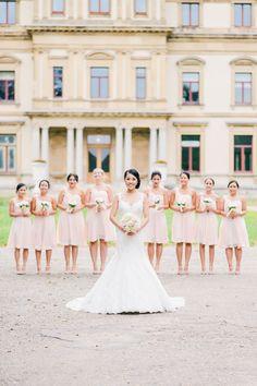 Bruidsfotografie Haarlem Orangerie Elswout. Group Photo Bride with Bridesmaids