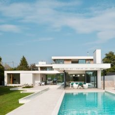 @wmsyelle - I like this house. Maybe it's more that I like, white, wood, green, and straight lines.      Selencky Parsons designs glass and white  concrete house in Oxfordshire