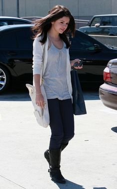 Selena Gomez..gah! love her style! Going to have many pictures of her style...got this pic from google images(: