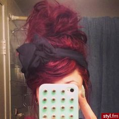 Messy bun<3 Red hair<3 Bow headband<3