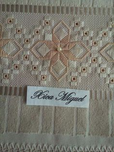 Discover thousands of images about Chicken Scratch, Broderie Suisse, Swiss embroidery, Bordado espanol, Stof veranderen. Types Of Embroidery, Ribbon Embroidery, Embroidery Patterns, Doily Patterns, Loom Patterns, Dress Patterns, Hardanger Embroidery, Cross Stitch Embroidery, Cross Stitch Borders