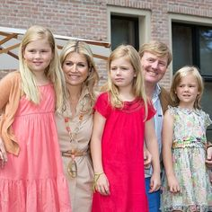 Love this family #DutchRoyalFamily #KingWillemAlexanderoftheNetherlands #kingWillemAlexander #QueenMáximaoftheNetherlands #queenMáxima #CrownprincessAmalia #CrownPrincessCatharinaAmalia #crownprincessAmaliaoftheNetherlands #crownprincessAmaliaoftheNetherlands #princessalexia #PrincessAlexiaoftheNetherlands #princessAriane #PrincessArianeoftheNetherlands