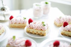 Raspberry Sweets | Kookmutsjes Baking Recipes, Cake Recipes, Dessert Recipes, Cupcakes, Cake Cookies, Xmas Desserts, Dessert Decoration, Sweets Cake, Mini Cheesecakes