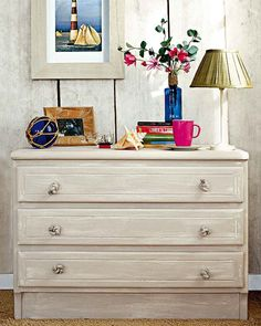 How to give a vintage look to new and simple dresser Pintura Patina, Marble Console Table, Decoupage Furniture, Beautiful Interiors, Wall Murals, Dresser, Diys, Sweet Home, Shabby Chic
