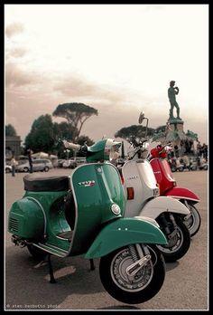 Patriotic wheels VESPAはいつか乗ってみたいスクーターです。丸っこいのがかわいいです。