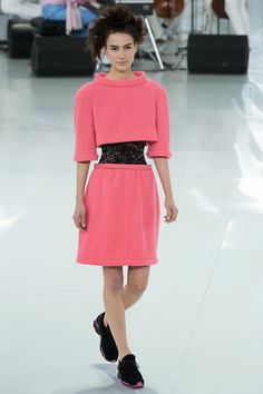 chanel-spring-2014-couture-runway-21_205709261013.jpg 800×1,200ピクセル