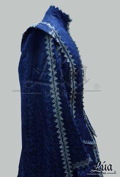 Conjunto femenino siglo XVII, confeccionado en damasco de seda color azul - Lúa Media Indumentaria Histórica.