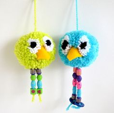 How to make - Pom Pom Bird Craft MollyMoo – crafts for kids and their parents How to make - Pom Pom Bird Craft Craft Projects For Kids, Easter Crafts For Kids, Crafts For Teens, Bird Crafts, Fun Crafts, Arts And Crafts, Pom Pom Animals, Diy Ostern, Pom Pom Crafts
