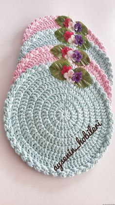 This Pin was discovered by Eli Crochet Kitchen, Crochet Home, Crochet Baby, Free Crochet, Crochet Dishcloths, Crochet Doilies, Doily Patterns, Crochet Patterns, Handmade Crafts