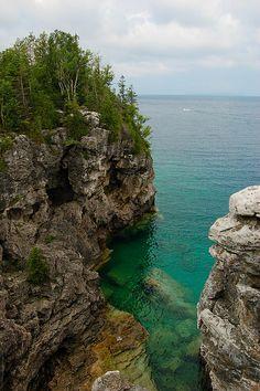 Rocky shores of Lake Huron at Bruce Peninsula National Park, Canada (by ryanjamesanderson).