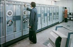 Sálový počítač TESLA 200