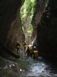 Zona de estrechos en el Barranco de Barbaruens. Valle de Benasque. Huesca. Canyoning in Spain. http://tryton.es/actividades/descenso-de-barrancos/barrancos-nivel-1/