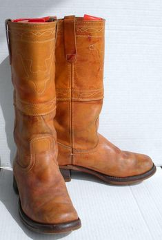 Sz 11 Vintage Brown women tall leather flat pull on campus riding boots. 70s Shoes, Vintage Boots, Flat Boots, Leather Flats, Cowboy Boots, Chelsea Boots, Riding Boots, Trending Outfits, Unique Jewelry