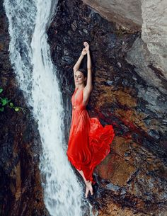 Le duo photographe/MUAH & directeur artistique Andrey Yakovlev et Lili… Creative Photography, Portrait Photography, Fashion Photography, Photo Cascade, Nature Editorial, Poses Photo, Foto Casual, Fashion Shoot, Lady In Red