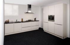 Showroommodel, K63, nieuw in doos, hoogglans magnolia parallel keuken met pelgrim