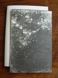 Versant III  Michel BUTOR & Paul de PIGNOL. Etant l'Etna. Dessins de P. de Pignol. Rouen, L'Instant perpétuel, juillet 2013. 15 x 11 cm, 32 p., ill., en feuilles sous couv. illustrée à rabats. ISBN 2-915848-31-9. E.O. Tirage limité à 99 ex. numérotés, tous signés par M. Butor et P. de Pignol. Les 6 premiers comportent chacun un collage original signé de M. Butor, et un Versant noir, dessin original signé de P. de Pignol. Les 3 premiers comportent en outre un manuscrit autographe de l'auteur.
