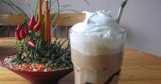 Den här kaffedrinken smakar som den man köper på Wayne´s coffe Fika, Frappe, Glass Of Milk, Den, Pudding, Coffee, Drinks, Cheers, Desserts