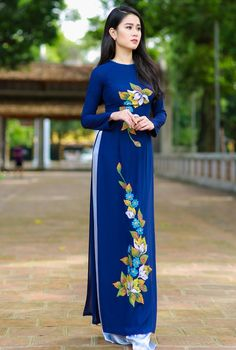 Look Fabulous In This Amazing Attire.We Bring To You This Exclusive Set That Has Been Designed In A Special Way With Beautiful Intricate Detailing All Over To Impress You.Its Party Wear And Cute - The. Hand Painted Dress, Painted Clothes, Long Dress Fashion, Women's Fashion Dresses, Vietnamese Dress, Kurti Designs Party Wear, Dress Indian Style, Ao Dai, Traditional Dresses