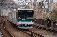 series 2000 Saitama Railway runs on the Tokyu-Meguro line