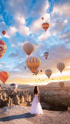 Cappadocia by Yemelinart, photographer and Capapdocia. Cappadocia by Yemelinart, photographer and Capapdocia. Cool Places To Visit, Places To Travel, Places To Go, Travel Pictures, Travel Photos, Capadocia, Countries To Visit, Turkey Travel, Jolie Photo