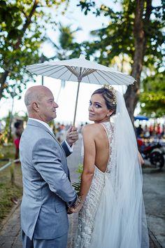 Nanna Martinez, estilista da Whitehall, oficializou a união com Rafael Parasmo com um lindo casamento na Praia do Forte.Ã'Â