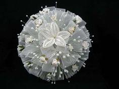 Ramos de novia de flores artificiales: Fotos de diseños - Ramo redondo de flores artificiales en blanco