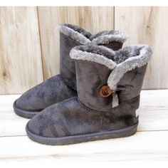 Grey Suede Elenross Boots #fur #uggstyle #boots Winter Is Coming, Ugg Boots, Uggs, Fur, Grey, Fashion, Ugg Slippers, Fashion Styles, Gray