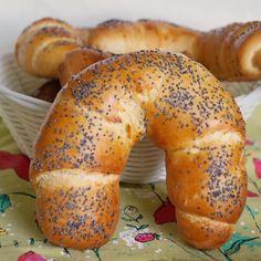 Rogale z makiem - DoradcaSmaku.pl Bread Recipes, Cooking Recipes, Healthy Recipes, Bread And Pastries, Polish Recipes, Bread Rolls, Daily Bread, Bread Baking, Sweet Recipes