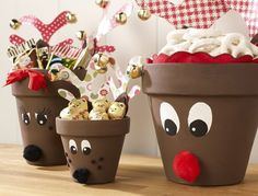 Reindeer pots! Even pots have the right to look festive. Design them by drawing googly eyes and putting on noses and freckles on top.