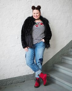 Plus size outfit 90's. Embroidered jeans and triped shirt, faux fur jacket, Dr, Martens. Choker