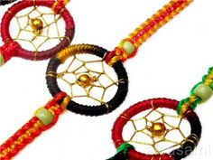 I want to learn how to make these! Friendship bracelet dreamcatcher - Forum thread - friendship-bracelets.net