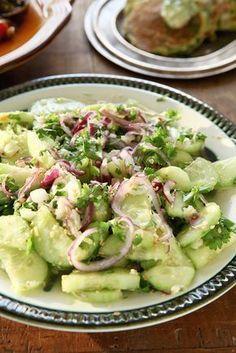 Komkommersalade met knoflook en gember recept van Ottolenghi (gemaakt op 25/03/2013). Lekker pittig!