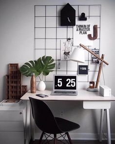 Want to make your home office a modern place where you're happy and productive? We have six great home office ideas that will breathe life into this space Study Room Decor, Room Setup, Room Ideas Bedroom, Bedroom Decor, Home Office Inspiration, Workspace Inspiration, Room Inspiration, Desk Inspo, Home Office Space