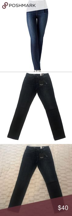 Simply Vera Wang Slimming Skinny Jeans NWT Size 0s Keep your look casual, yet chic, in these women's skinny jeans from Simply Vera Vera Wang. The contoured fit and stretchy denim construction slims and smoothes your figure for a trendy, flattering fit.   BRAND NEW WITH TAGS  PRODUCT FEATURES- Size 0 Short  Color-Midnight Ocean 5-pocket Stretchy denim construction FIT & SIZING Short: 28-in. inseam Midrise sits above the hip Skinny cut Zipper fly FABRIC & CARE Cotton, rayon, spandex Machine…