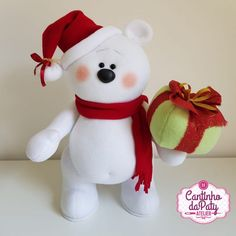 Projeto Digital Juca o Urso Polar Clay Christmas Decorations, Felt Banner, Fondant Figures, Doll Tutorial, Fabric Dolls, Snowman, Dinosaur Stuffed Animal, Merry Christmas, Teddy Bear