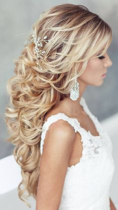 Elegant chic wedding hairstyle idea from Elstile