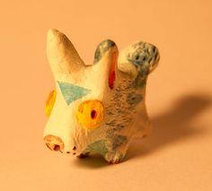 Totem de bolsillo, la idea es siempre llevar o tener a la mano una pequeña figura del animal con que el uno se sienta identificado.