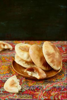 Pain pita maison facile - Pita bread, how to make it ©Edda Onorato Bread Recipes, Snack Recipes, Snacks, Pain Pita, Sandwiches, Pita Bread, Dough Recipe, Vegan Cheese, How To Make Bread