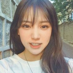 The Effective Pictures We Offer You About hair bangs A quality picture can tell you many things. Wispy Bangs, Long Hair With Bangs, Haircuts With Bangs, Front Bangs, Hair Bangs, Fringe Hairstyles, Girl Hairstyles, Korean Bangs Hairstyle, Korean Hairstyles