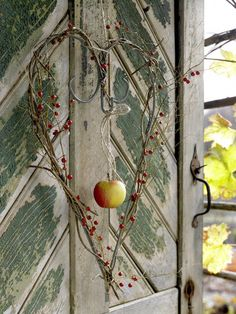 Atmospheric autumn decoration: light catcher - New Deko Sites Thanksgiving Decorations, Holiday Decor, Yellow Apple, Mabon, I Love Heart, Autumn Nature, Eco Friendly House, Decoration Table, Happy Fall