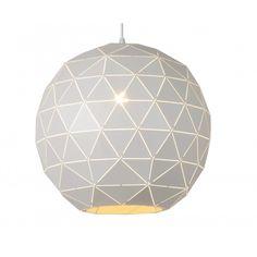 Otona is de nieuwe trendsetter voor 2017! Deze prachtige metalen lamp is samengesteld uit 187 kleine driehoekige plaatjes die op de hoeken met elkaar zijn verbonden. Hierdoor ontstaan er nauwe spleetje waar het licht prachtig doorheen kan schijnen. De witte lamp is ook van binnen mooi afgewerkt met zacht wit. Een absolute eye catcher voor aan het plafond!