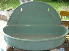 ANCIENNE FONTAINE TOLE EMAILLEE VERT AVEC LISERE DORE RECEPTACLE